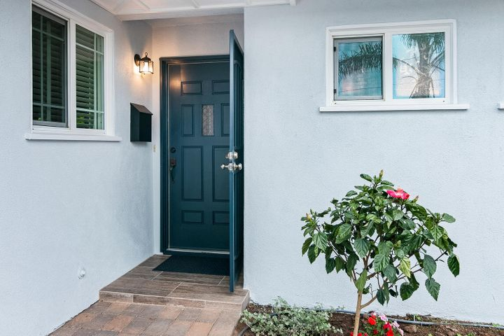 1341 Tomol St-003-17-Front Entry Detail-