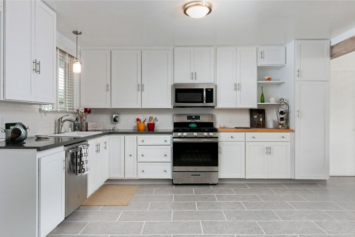 1341 Tomol St-008-6-Kitchen-MLS_Size