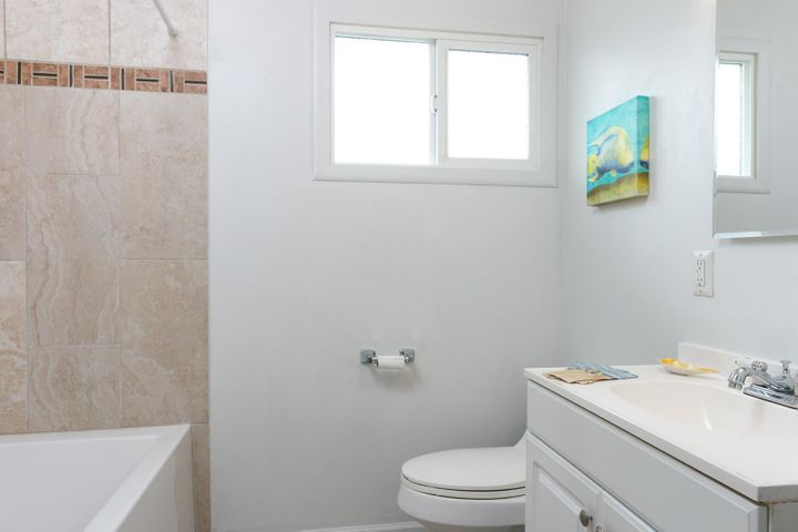 1341 Tomol St-017-24-Bathroom-MLS_Size