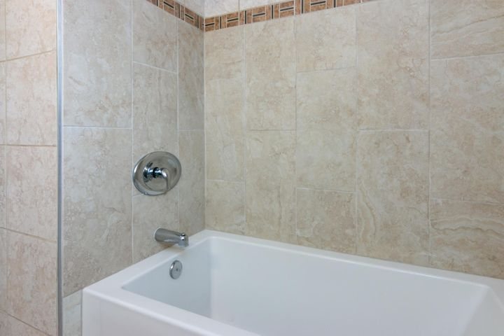 1341 Tomol St-018-21-Bathroom-MLS_Size