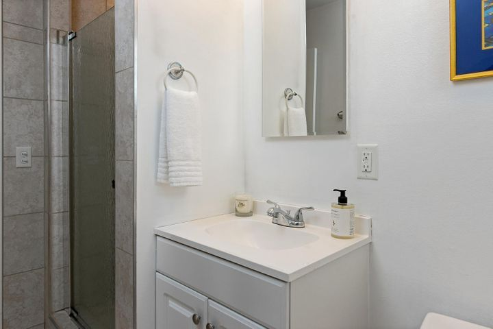 1341 Tomol St-022-3-Bathroom-MLS_Size
