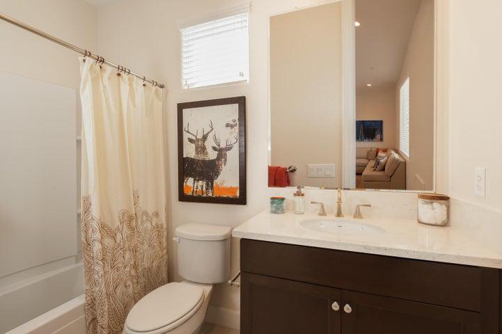 1st Floor Bathroom (3)