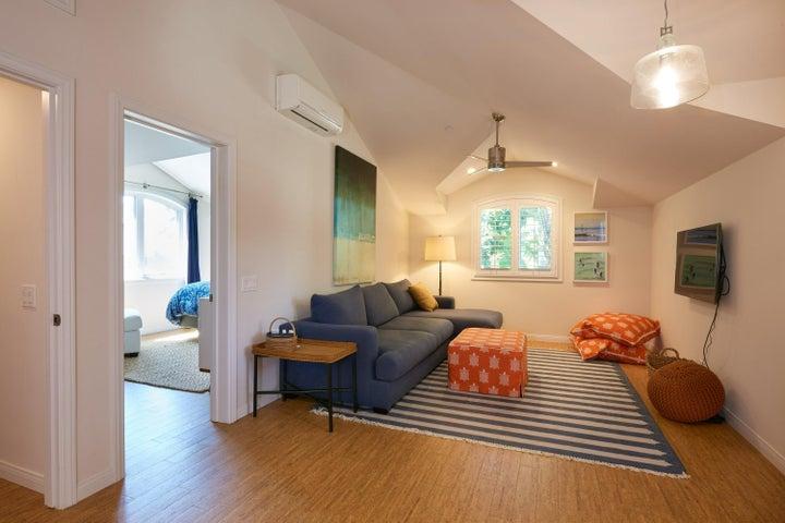 Guest Suite : Living Room