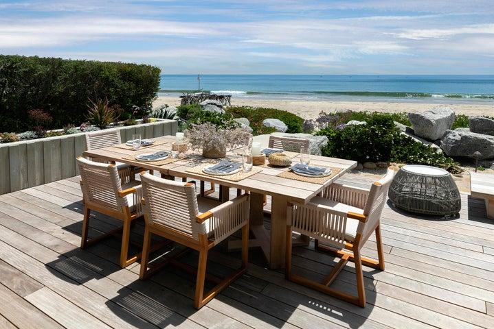 Seaside al fresco dining
