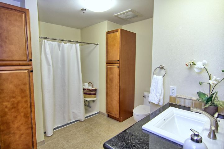 33. Guest quarters bathroom