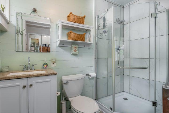 015_15-Bathroom 1