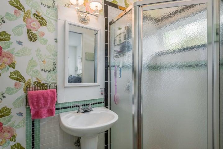 017_17-Bathroom 2