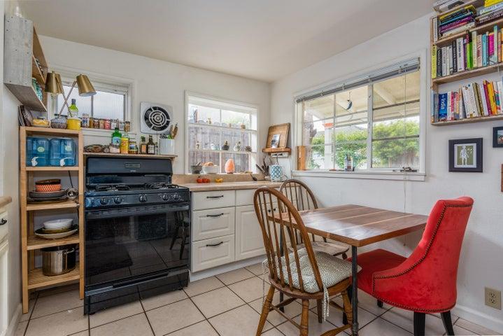 024_2nd home kitchen