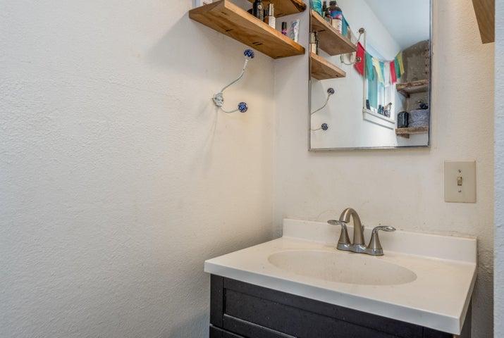 025_2nd home bathroom