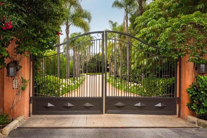 2. Gate