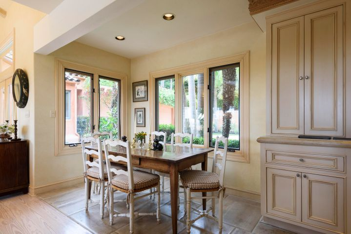 7. BreakFast Nook