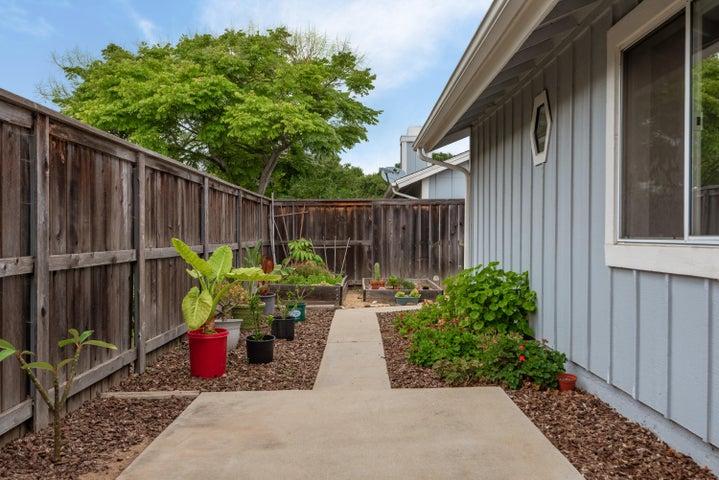 20-Back Yard-Garden