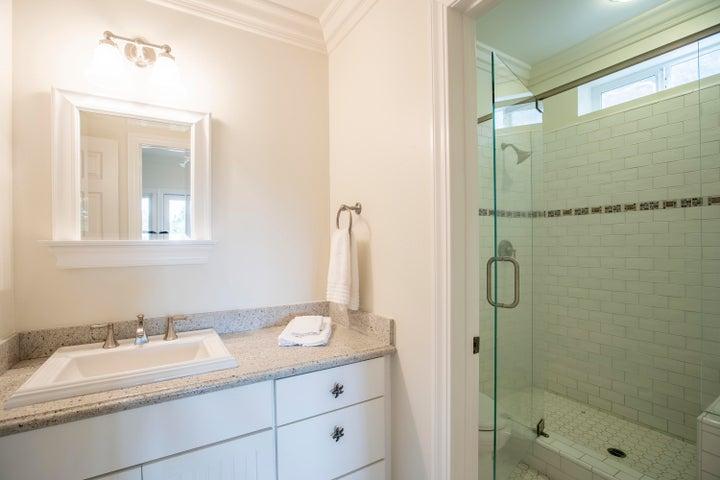 Downstairs guest bedroom 1 bath