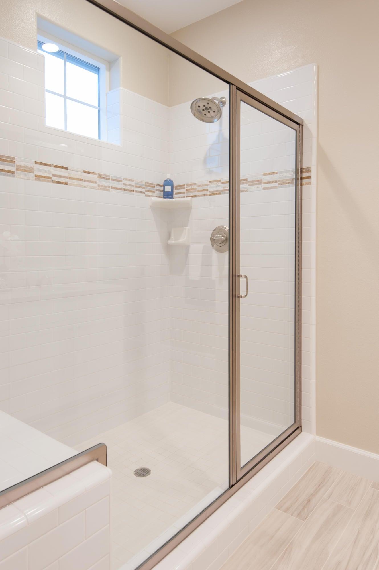 Master Shower w/seat