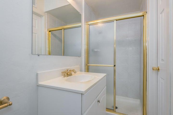 021_21-Master Bathroom