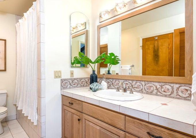 969 - main bathroom