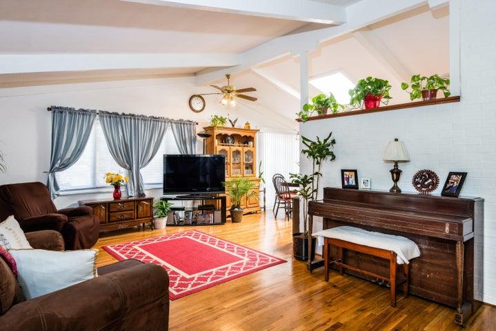 003_Living Room - Back House