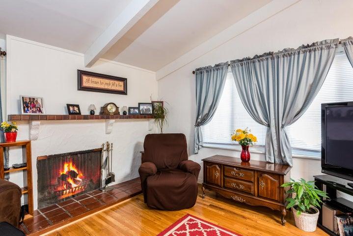 004_Living Room B3
