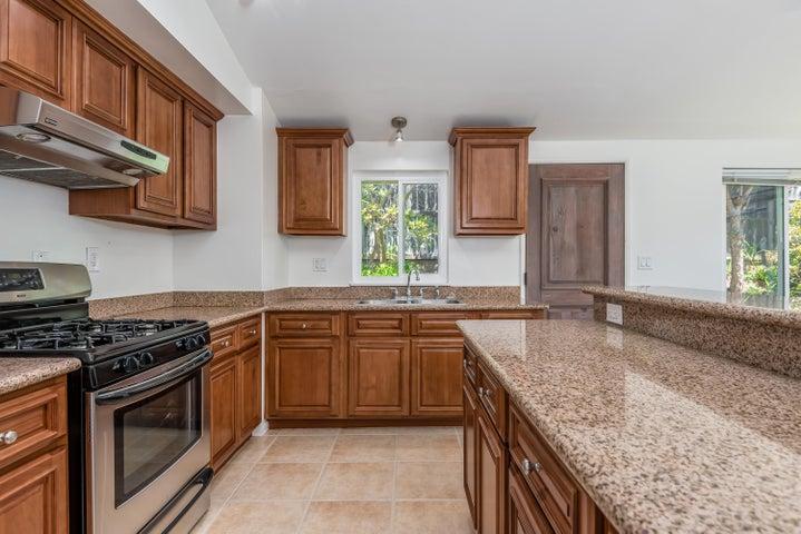 005_06-Kitchen (1)