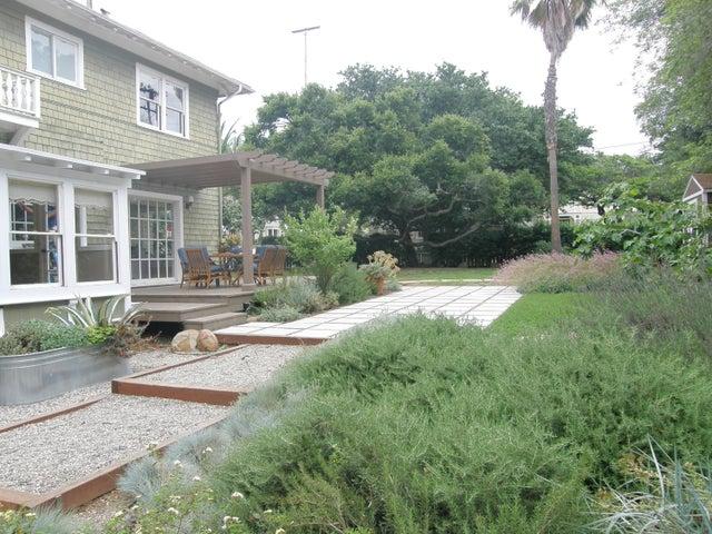 Beautiful rear yard