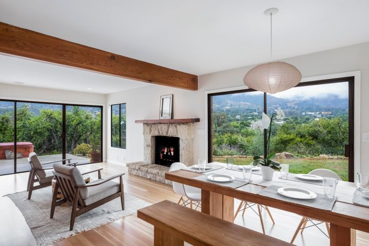 Dining Area w/ Huge Mtn Views