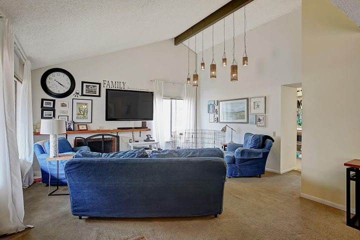 Family room w/ vaulted ceilings