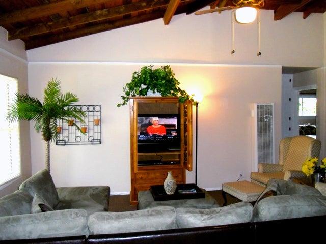 03 - Livingroom