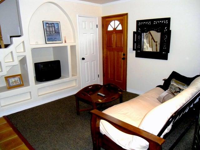 13 - Livingroom 2
