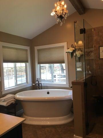 Master Bath Tub-blinds open