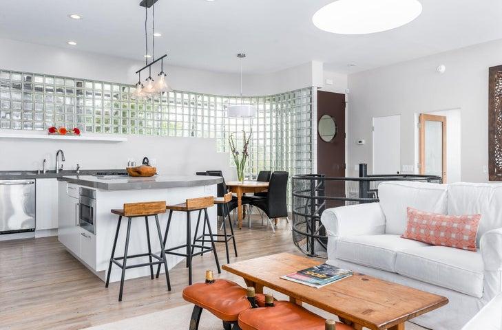 Full Living Room & Kitchen