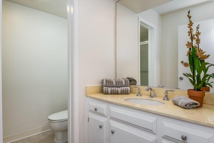 022_22-Bathroom 2