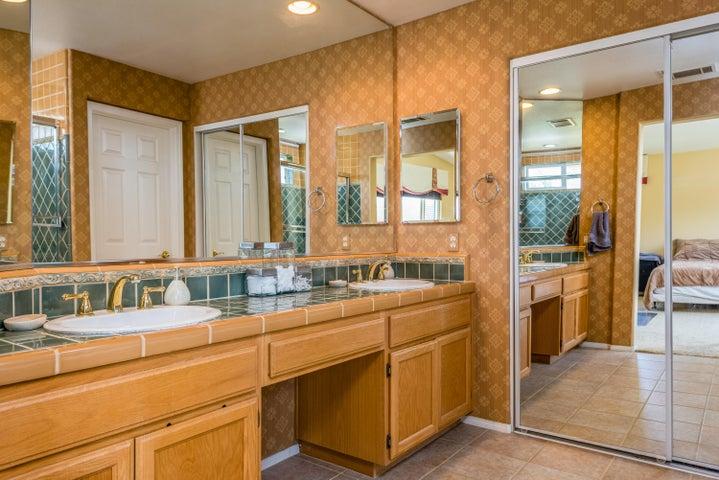 15-Master Bathroom