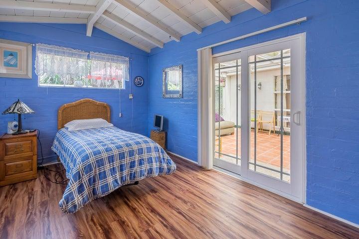 Bedroom 1_2324 Cliff_w