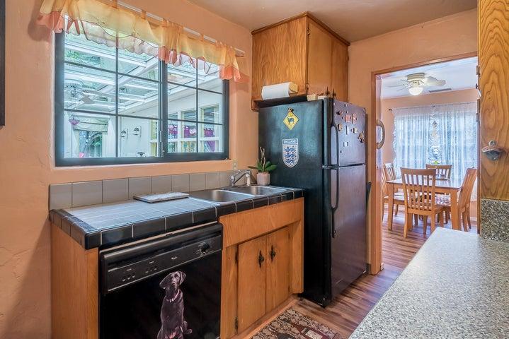Kitchen1_2324 Cliff_w