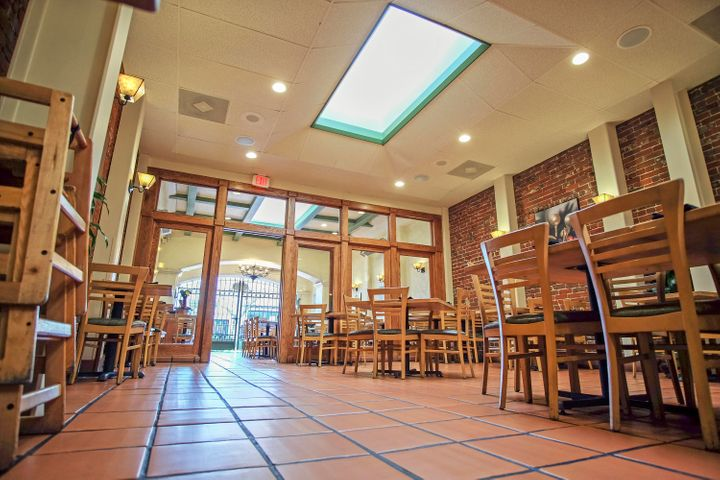 1027 State St - Dining