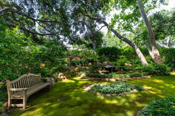 Many Versatile Garden Rooms