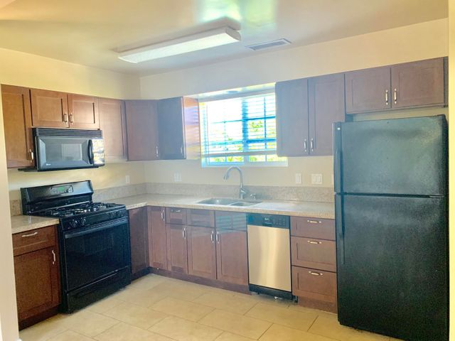 242 Granite kitchen