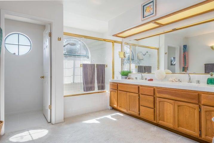 18-Master Bathroom