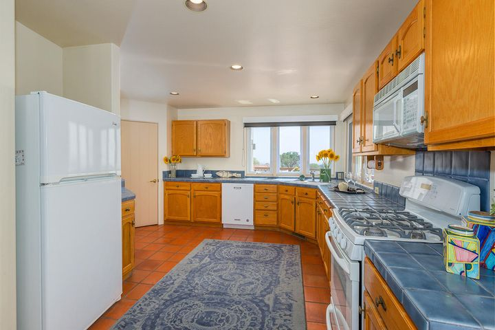 Big kitchen with ocean view