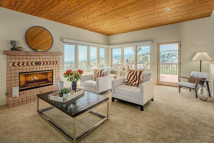 Living room w/VIEWS!