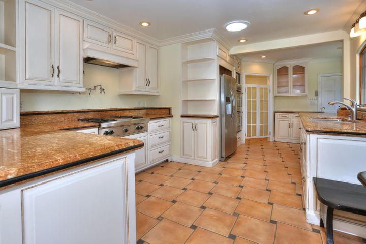 Chef's kitchen w/ radiant heat floors