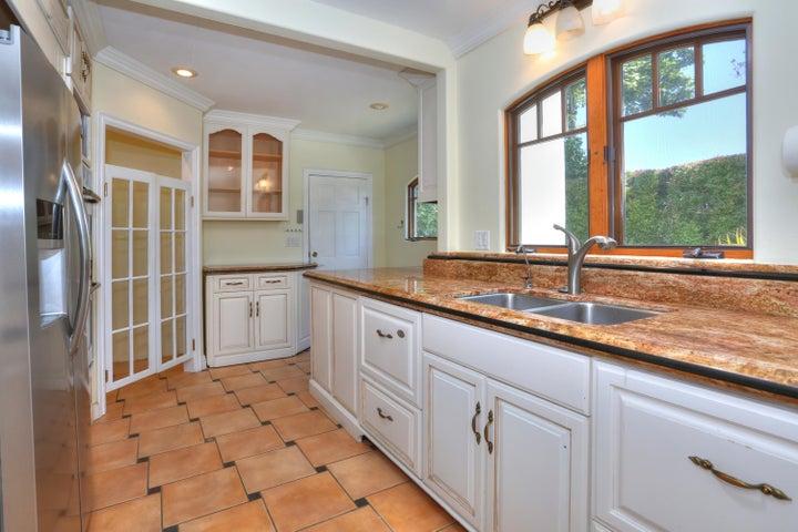 Custom cabinetry & granite