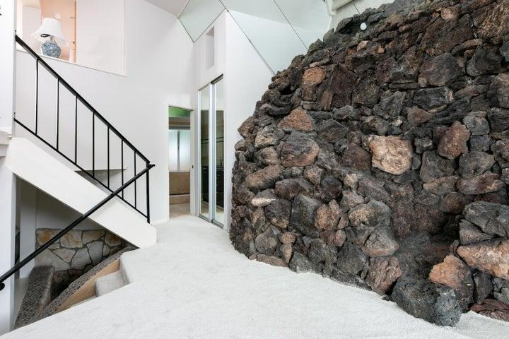 ADU-Gst Rock Wall