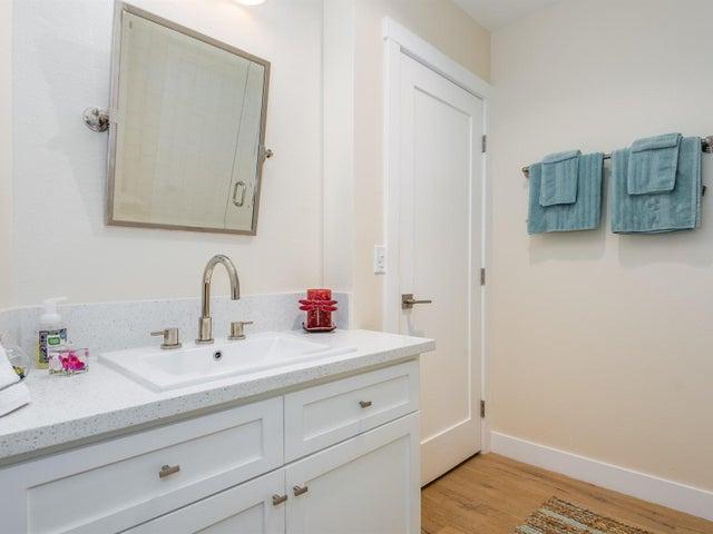 022_20-Bathroom 2