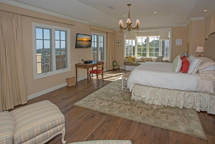 6Master Bedroom