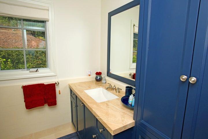 27Guest House Bathroom