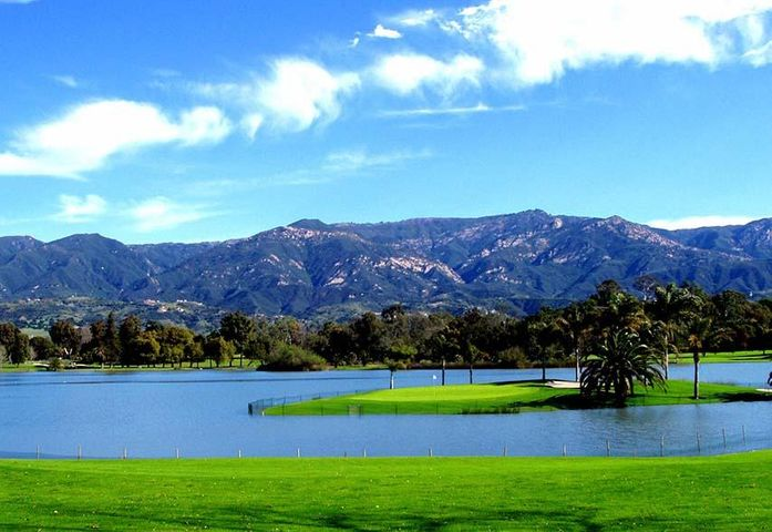La Cumbre Golf Course & lake