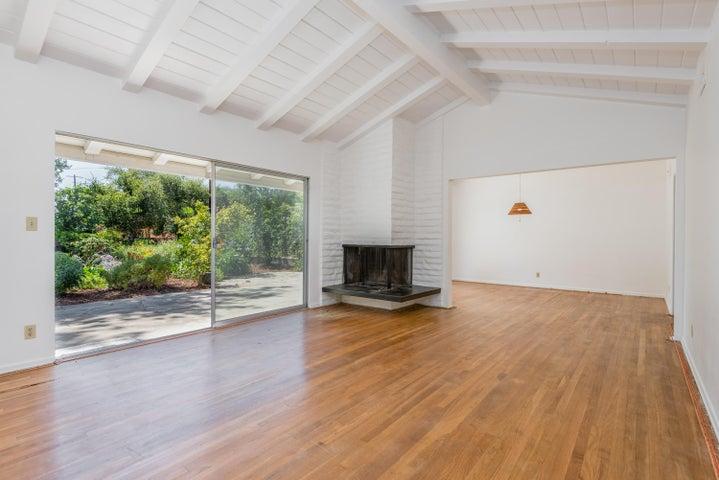Living Room w/Hardwood Flooring