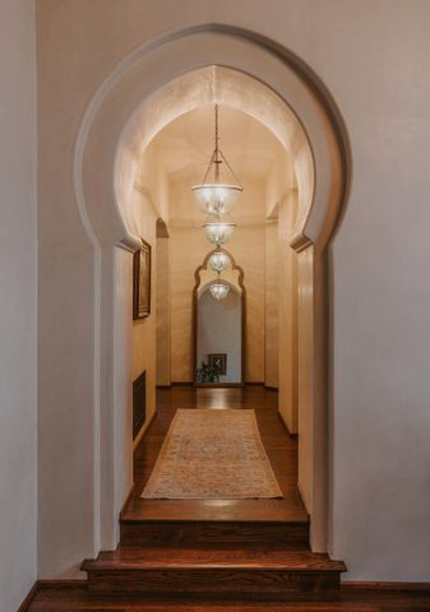 Moorish keyhole archway
