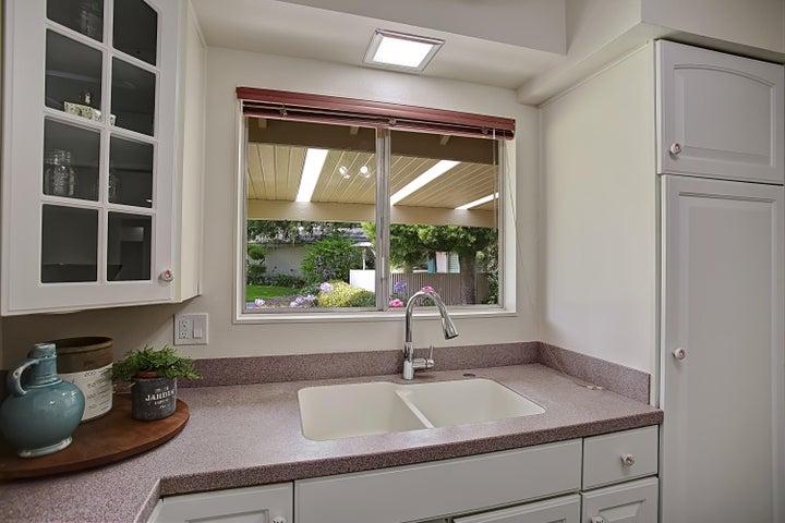 Kitchen w/view